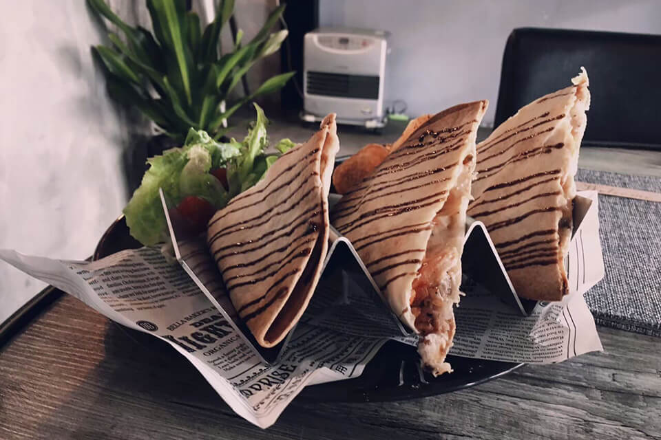 復興咖啡交易所煙燻凱撒雞肉墨西哥烤餅