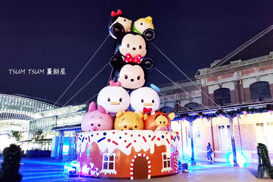 2019的台中聖誕節活動,比起往年似乎辦得更加隆重盛大,除了在舊台中火車站的廣場有聖誕節裝飾外,從火車站出發,往台灣大道的方向,沿路的綠川跟柳川都加入了聖誕節佈置,2019的台中可成為了一個名副其實的耶誕城!重點是…今年的台中耶誕城主題是迪士尼!老少通吃的米奇米妮和迪士尼公主,全都在夜幕低垂時現身,要陪你一起過聖誕囉!