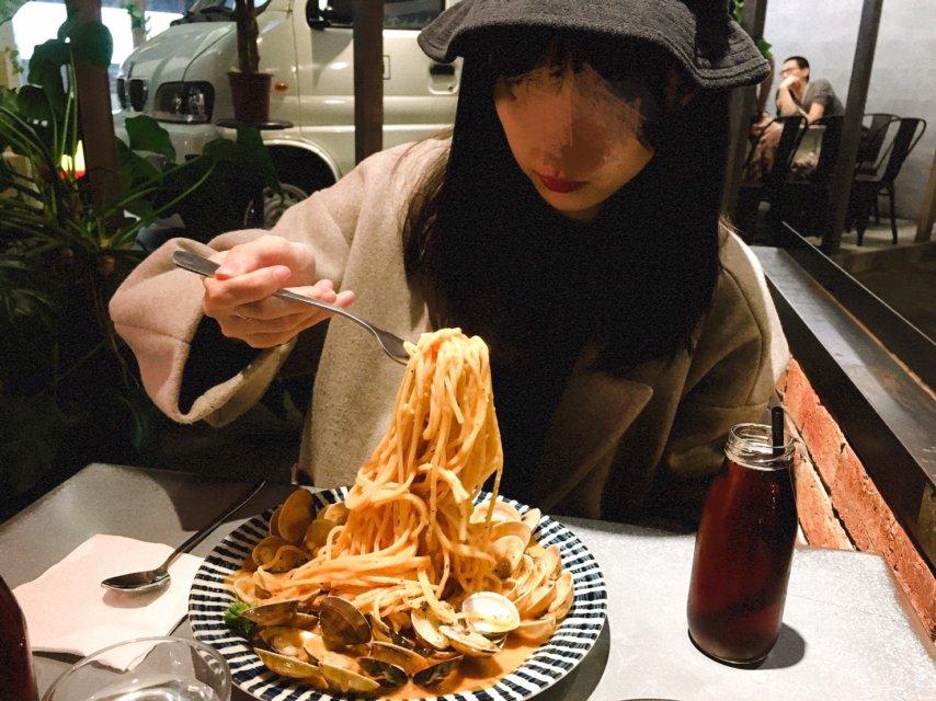 份量十足的JAI橘醬爆炸蛤蜊宅宅麵