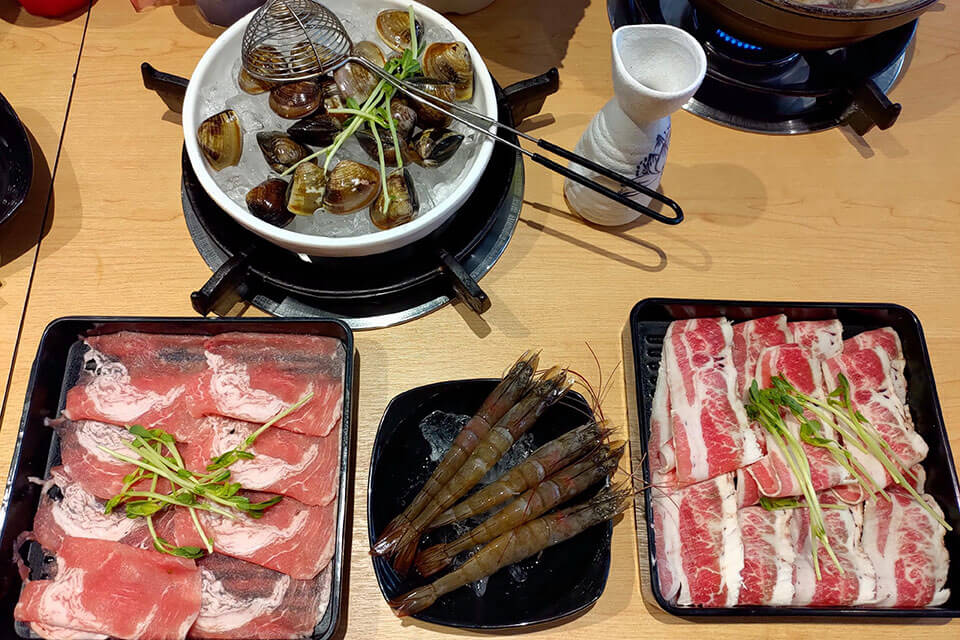 台中大樂鍋商業午餐的肉盤和一般火鍋的分量是一樣的