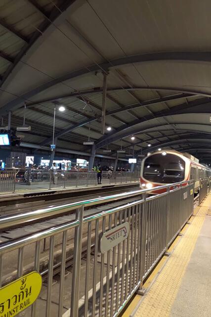 bkk機場到市區,搭機場輕軌就對了