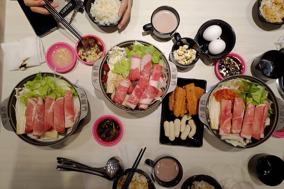 彰化平價火鍋|六扇門時尚湯鍋,白飯、飲料、爆米花自助吧,140元起