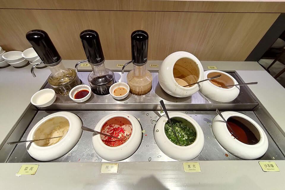 美村路萬客什鍋醬料區