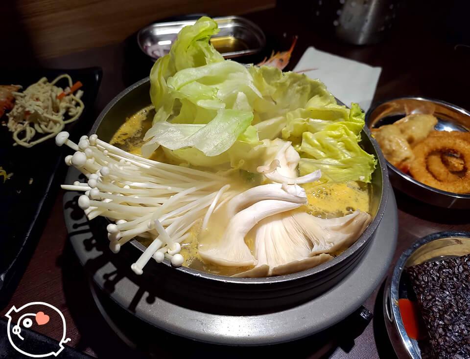 吃肉吃膩了,轉戰蔬菜火鍋!