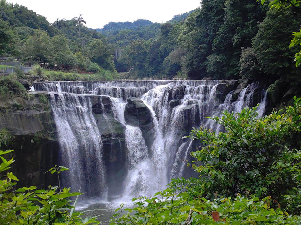 平溪一日遊:十分瀑布