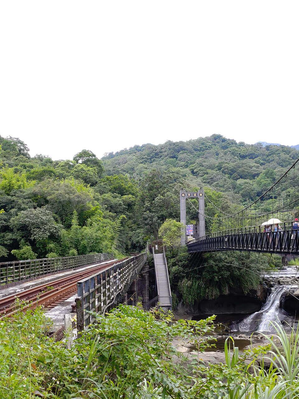 平溪一日遊:觀瀑吊橋