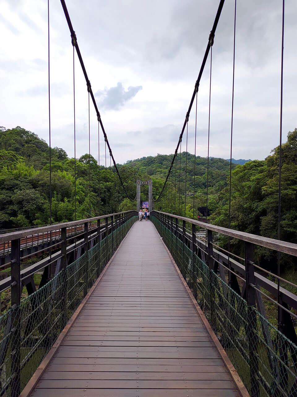 平溪一日遊:十分觀瀑吊橋