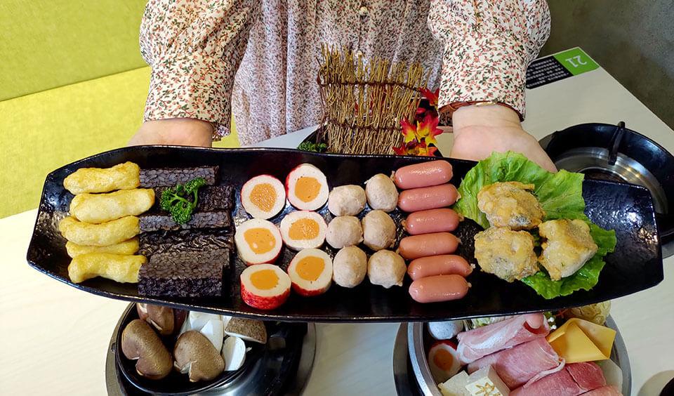 甜不辣+米血+鱈魚+貢丸+鑫鑫腸+九層塔花枝丸 NT.130