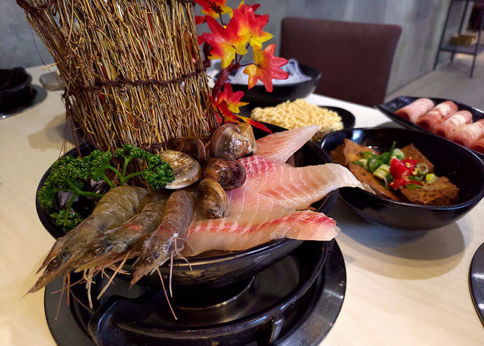鯛魚+鮮蝦+蛤蜊 NT.100