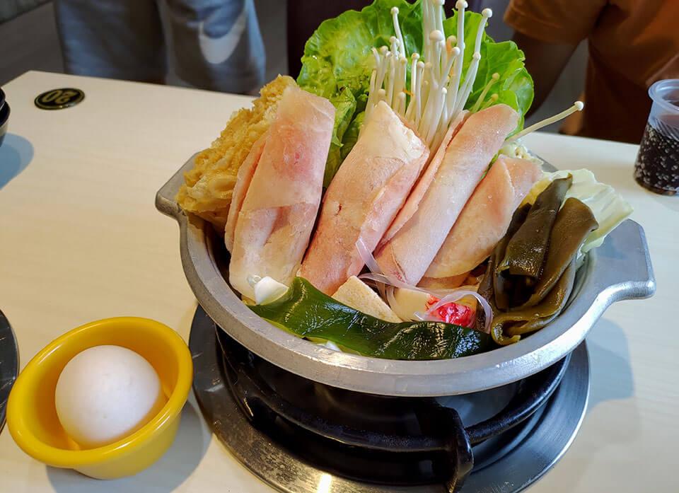 剝皮辣椒湯鍋(雞肉,附蛋) NT.190