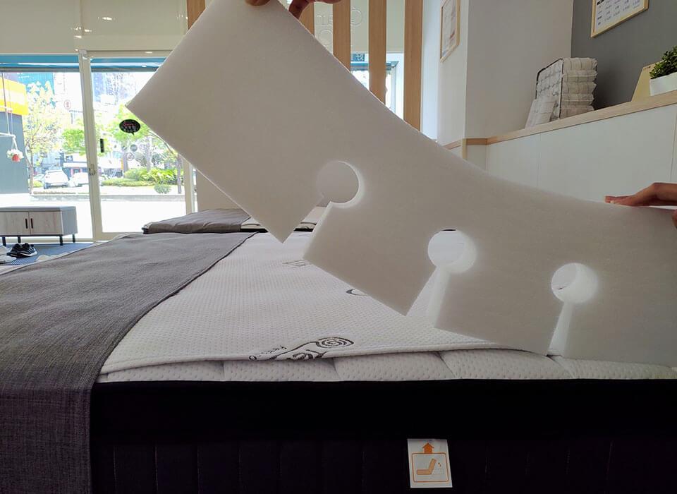 床緣使用可凹折的材質,在搬運上更為便利