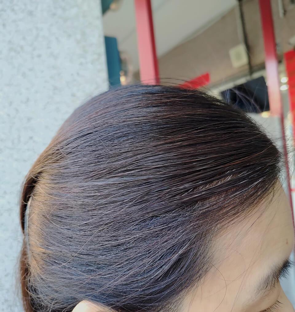在自然光下照射的樣子-天然染髮劑