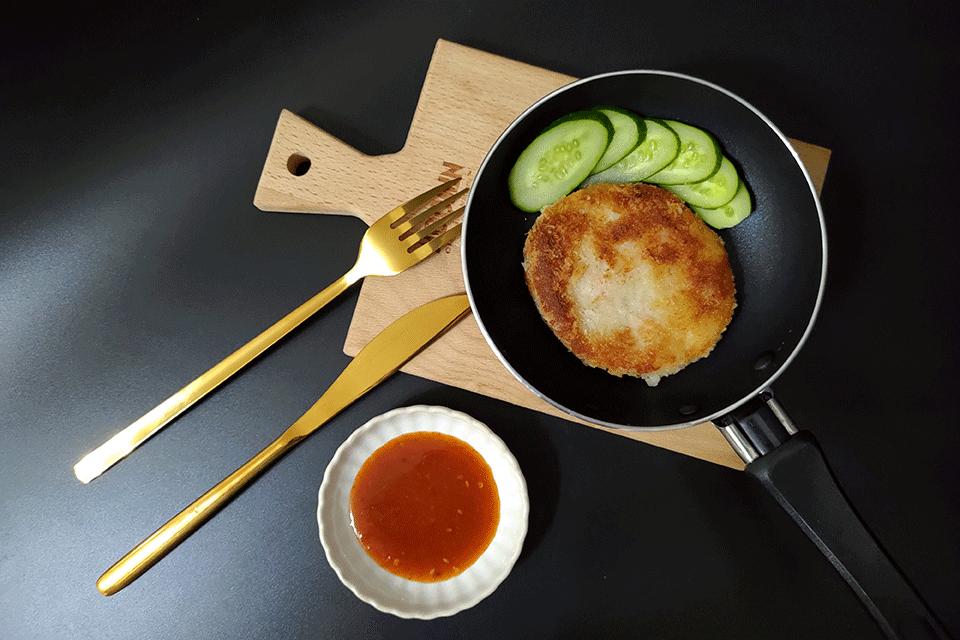黃金海鮮餅佐泰式酸辣醬